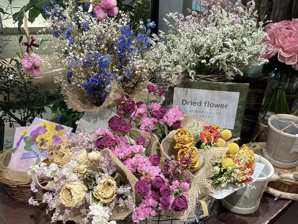 近くの花屋 レミルフォイユドゥリベルテ 紀尾井町店
